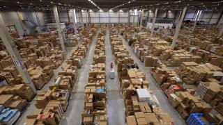 Amazon спира получаването на несъществени продукти от търговци в складовете си