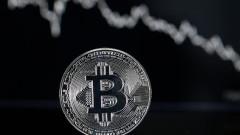 Bitcoin мина границата от $10 000 за първи път от октомври насам