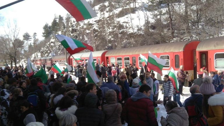 БДЖ ще осигури допълнителни вагони във влак