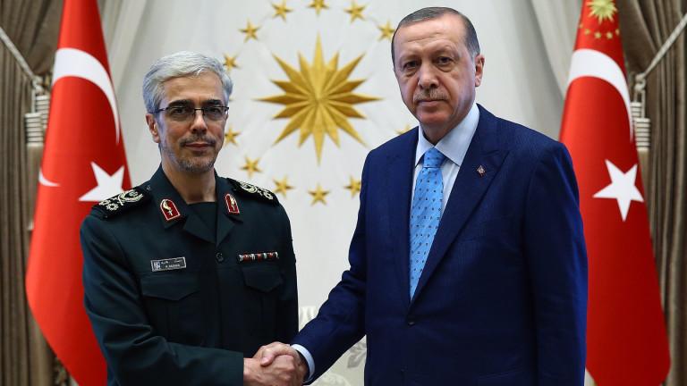 Турция и Иран засилват военното си сътрудничество след историческа визита