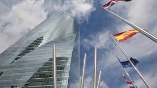 Бомбена заплаха евакуира небостъргач с посолства в Мадрид