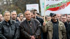 Полицаите остават недоволни, протестират и за военните