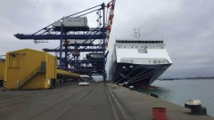 Сирените на корабите във Варна вият протестно заради забрана за смяна на екипажите