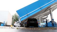 Ураганен вятър срути покрив на бензиностанция