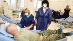 Близо 400 военни дариха кръв