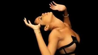 Риана се поразсъблeче за новия клип на Кание Уест (видео)