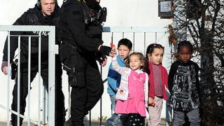 17-годишен държа часове в плен деца във Франция