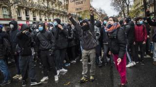 Десетки задържани на протестите във Франция, стигна се до напрежение с полицията