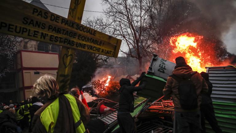 """Франция мобилизира 80 хил. полицаи за деветия уикенд на протести на """"жълтите жилетки"""""""