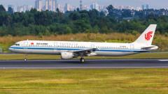 Китай отмени стотици полети заради завръщането на коронавируса