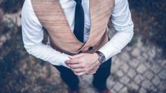Мъжете, които носят развалени часовници
