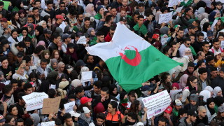 Хиляди студенти въстанаха срещу Бутефлика в Алжир