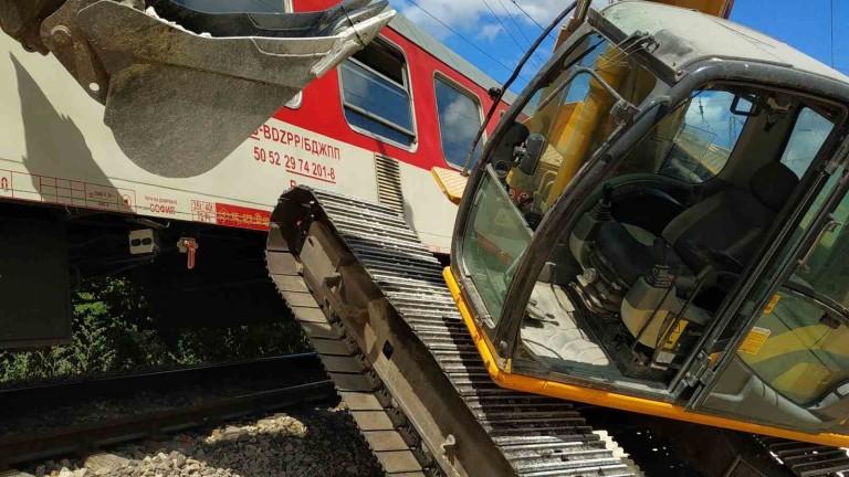 Багер предизвика инцидент с бърз влак от Варна за София.