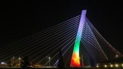 """Мостът """"Милениум"""" в Подгорица засия с цветовете на националния ни флаг"""