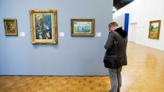 Изгориха картини на Пикасо и Моне за милиони?