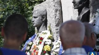 Ръководството на Левски почита 47-ата годишнина от гибелта на Гунди и Котков