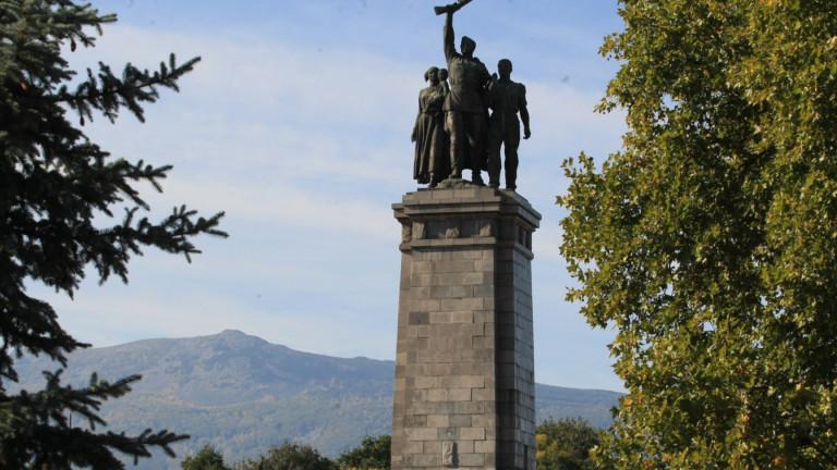 Антифашистите омерзени от посегателството върху паметника на Съветската армия