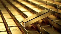 Златото слиза от рекордния си ценови връх