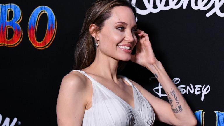 Какво значат татуировките на Анджелина Джоли