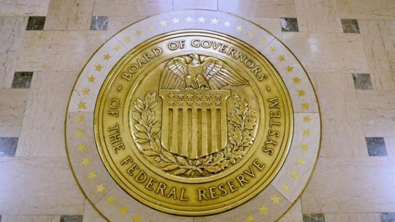 Доларът е стабилен в очакване решенията на Федералния резерв