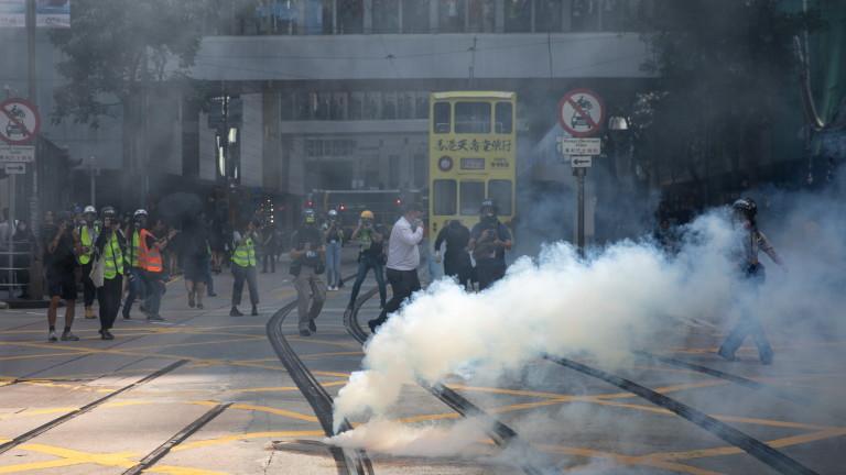 Полицията използва сълзотворен газ във вторник сутринта, за да разпръсне