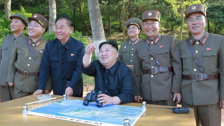 """Ракетата е """"подарък за американските копелета"""", обяви вождът Ким Чен-ун"""