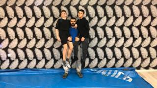 """Треньорът по борба Божидар Петков сложи край на предизвикателството, направи 100 """"крачета"""" с ролка хартия"""