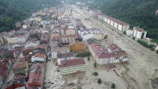 62 са вече жертвите от наводненията в Турция
