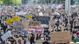 """10 000 и в Цюрих казаха """"не"""" на расизма"""