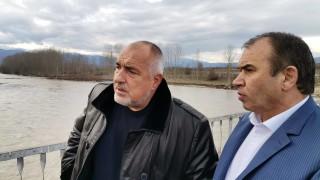 Възстановяват отнесения мост край село Блатска до събота