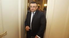 Да не се успокояваме за мигрантския натиск съветва Маринов
