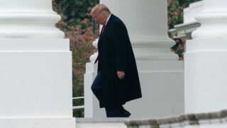 Банката, финансирала Тръмп за покупка на дом за $18 милиона, прекъсна връзките си с президента