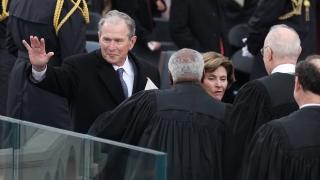 Джордж Буш за връзките на Тръмп с Русия: Всички ние се нуждаем от отговори