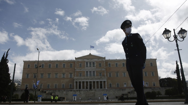 Гръцката полиция заяви, че в четвъртък те са регистрирали 2247
