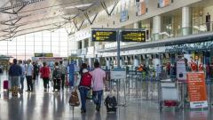 Как и защо ни манипулират на летищата