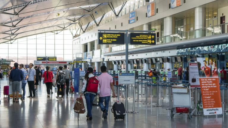 С течение на времето летищата се превърнаха от обикновени транспортни