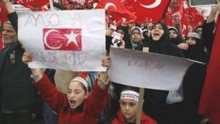 Десетки хиляди в Турция на протестите срещу папската визита