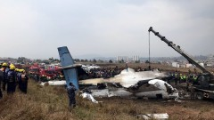 Пътнически самолет се разби на летището в Катманду