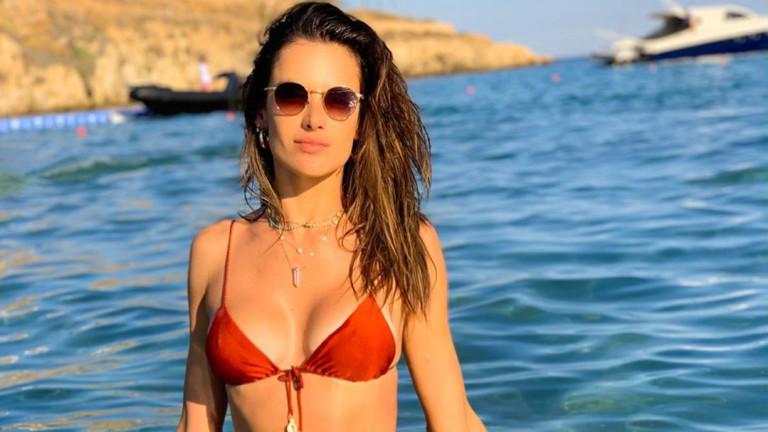 Алесандра Амброзио и едно секси лято без край