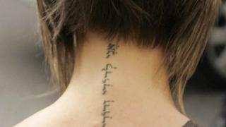 Жените обичат да показват своите татуировки