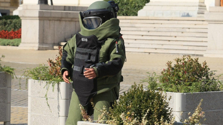 "СОБТ взривиха куфар с надпис ""Бомба"""