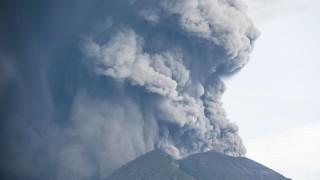 Индонезия обяви най-висока степен на тревога заради вулкана Агунг