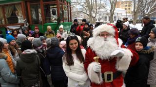Коледен ретро трамвай тръгна по улиците на София