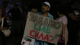 Ден 71: Протестиращи искат и оставката на Караянчева