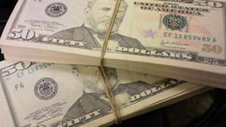 Фалшиви $10 000 задържаха на Летище София