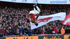 Обамеянг отново блести за Арсенал, битката с Челси продължава