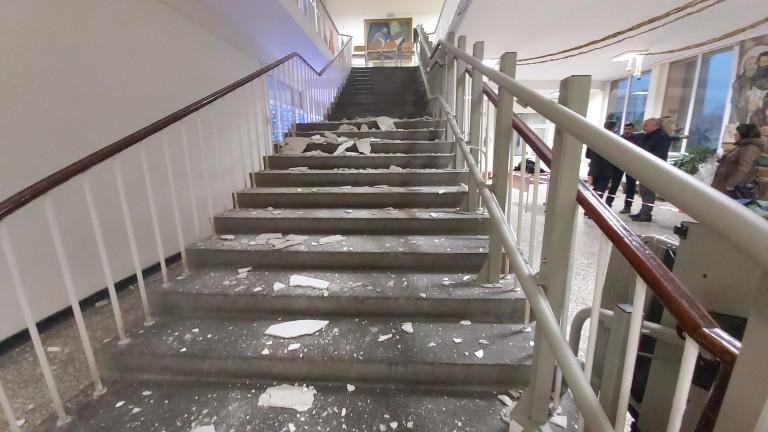 Проверяват всички стълбища в детски градини и училища в Кърджали