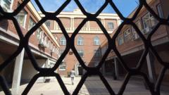 Служителите в затворите излизат на стачка