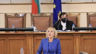 Манолова вади мръсните ризи и вика Борисов в парламента