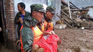 Най-малко 24 души загинаха при свлачище в Китай